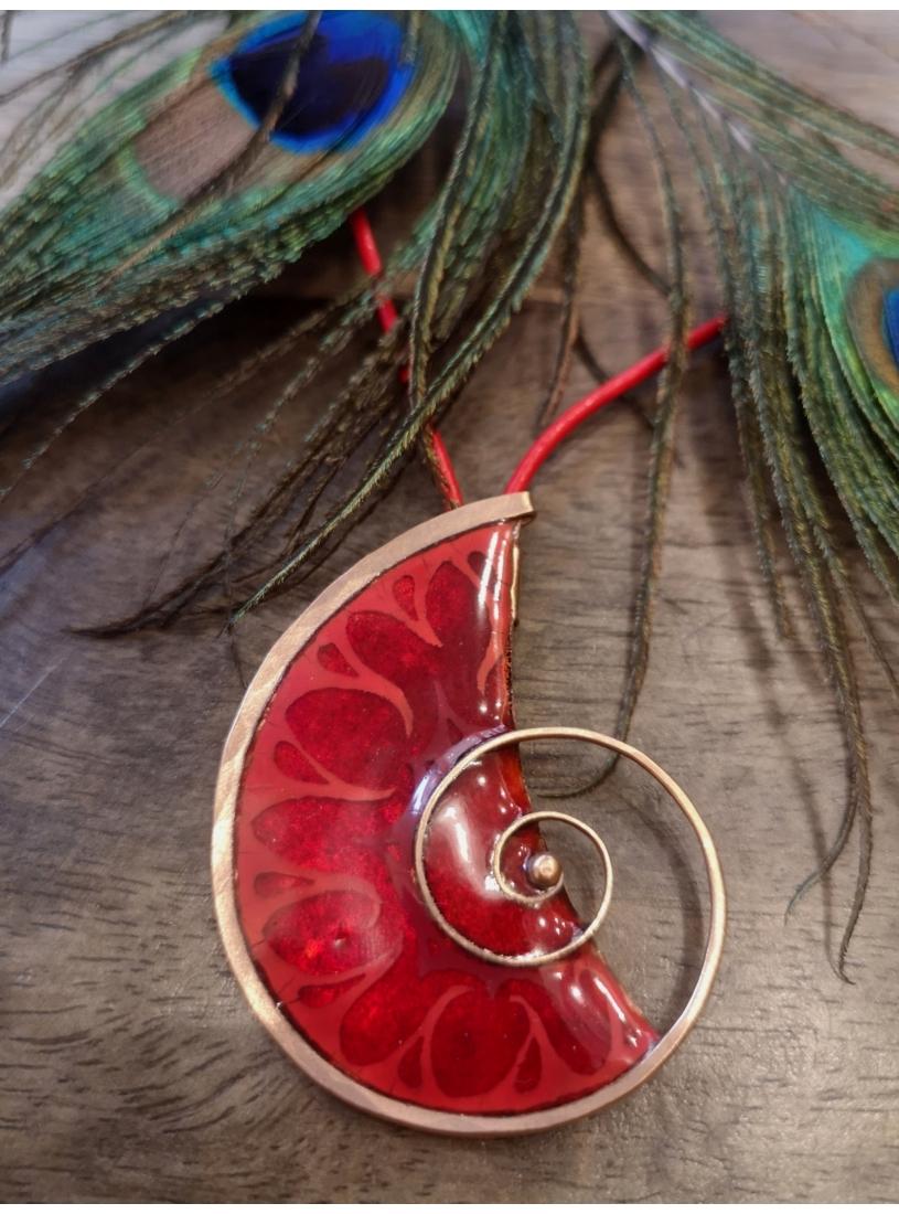 Csigás tűzzománc medál / nyaklánc - piros